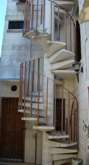 Bon Problems Moving Furniture Up 3 Story Exterior Spiral Stairs