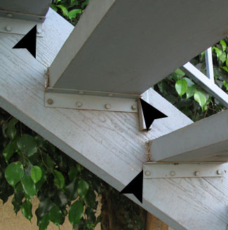 Superbe Wrong Stair Tread Bracket